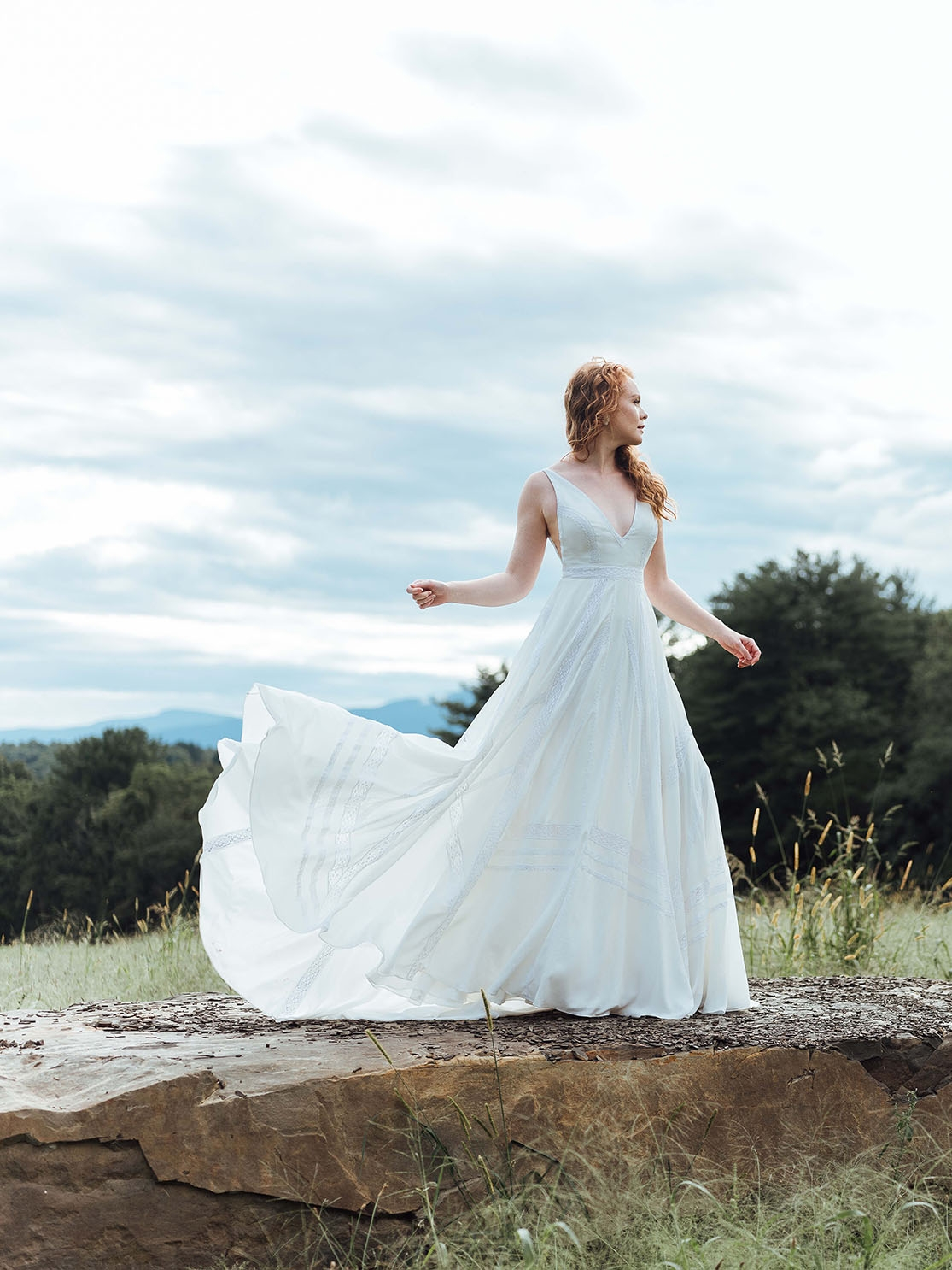 Theosz6edit1_Rebecc_Schoneveld_romantic_wedding_dress_custom_looks.jpg