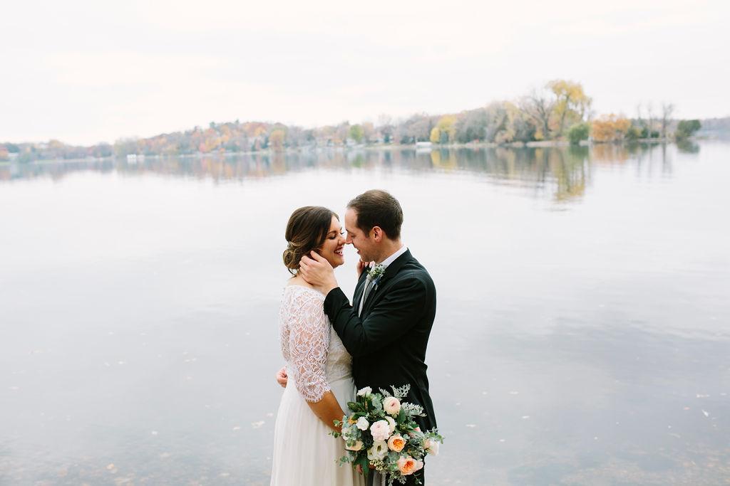 rebecca-schoneveld-bride-lace-classic.jpg