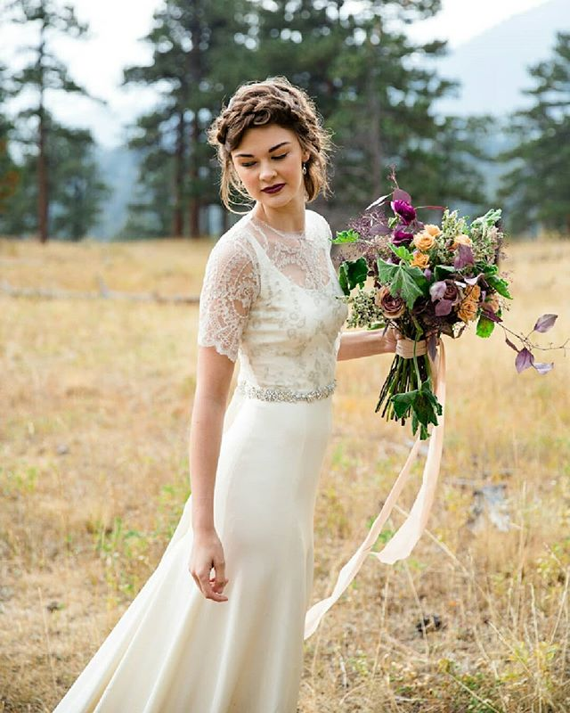 In preparation for our 2020 collection release, we are having a HUGE SAMPLE SALE at our flagship boutique @schonebride! From July 19-27th our racks will be filled with some truly beautiful gowns, many of which are brand new (!!), all marked down at least 50% off, up to 75% off! Many are as low as $500 😱  Do not miss out on this chance to snag your dream gown!  RSVP via the link in our profile  Can't wait to see you there!! All photos by @rachelgomezdotcom