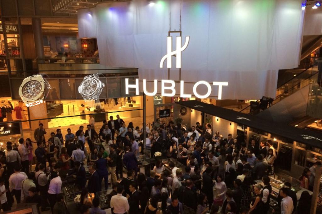 Hublot_stand01.jpg