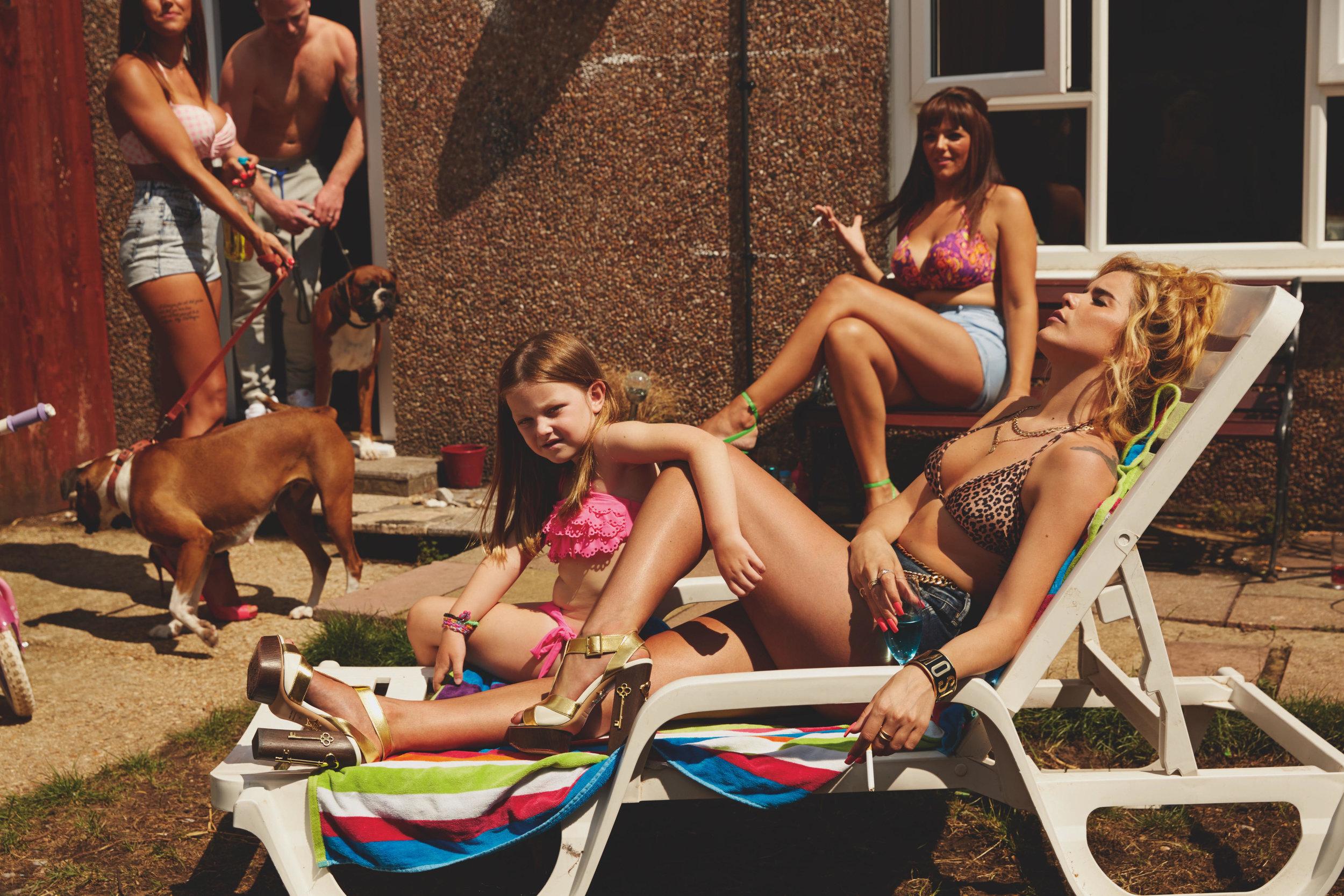 "Paloma Faith with the Fleming family.""Another Life,"" Ponystep magazine. Southampton, UK. 2014.© 2017 Alice Hawkins"