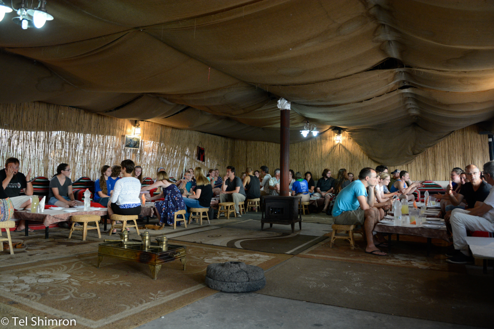 The excavation enjoys a traditional Bedouin dinner in Zarzir