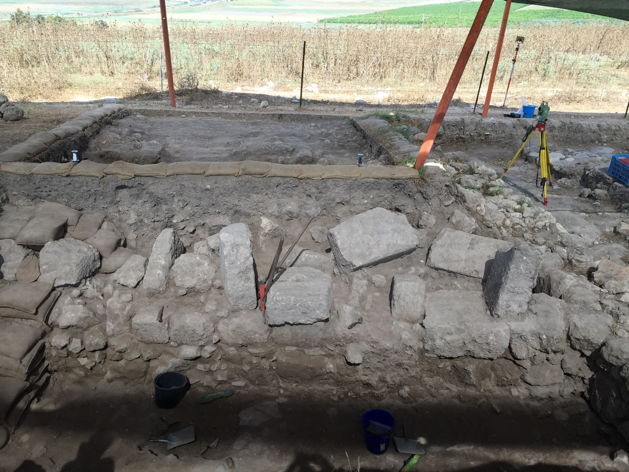 Visitors to Grid 23/24 saw the newly uncovered wall of a building which likely dates to the Roman period