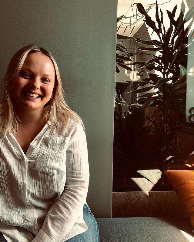 Det här är Elina Nilsson, vår nya kollega i Stockholm! Idag är hon på besök på Göteborgskontoret och förhoppningsvis kan vi lura hit henne snart igen - hon är en himla trevlig tjej! #nypåPlanB #jobbapåPlanB #alltidframåtmedglädje
