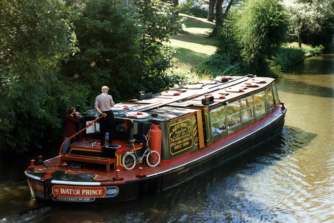 canal-boat-1566756.jpg