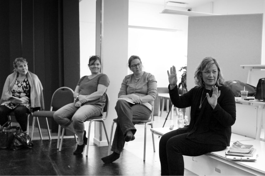 Aretha Sills working with a group of international educators in Stockholm, 2017. Photo by Vega Ebbersten.