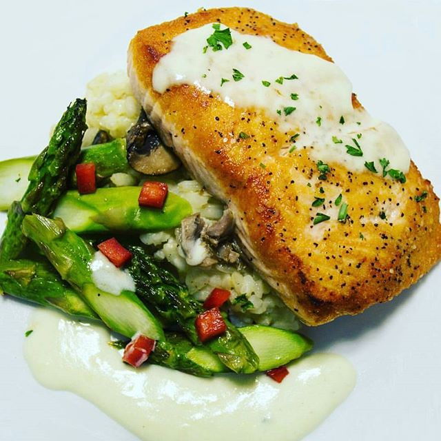 Why sit in traffic after work today? Stop by @AtlantisAtlRestaurant_ & take advantage of our #HappyHour drink specials paired with dishes like this Lemon butter sauce Salmon , rice pilaf, asparagus, & red bell peppers we're open daily at 4 and happy hour is from.5-7pm see you at the bar 🍸#AtlantisATL #Atlanta #Buckhead #AtlantaFoodie #MainDish #Seafood #prettyPlates #food #MidtownLounge #BuckheadLounge #EatLocal #GrubHub #Scoutmob #AfterWork #Hookah #FullKitchen #EatSipMix #SmallBusinessAtlanta #Eat24 #DrinkUp #HelloWeekend