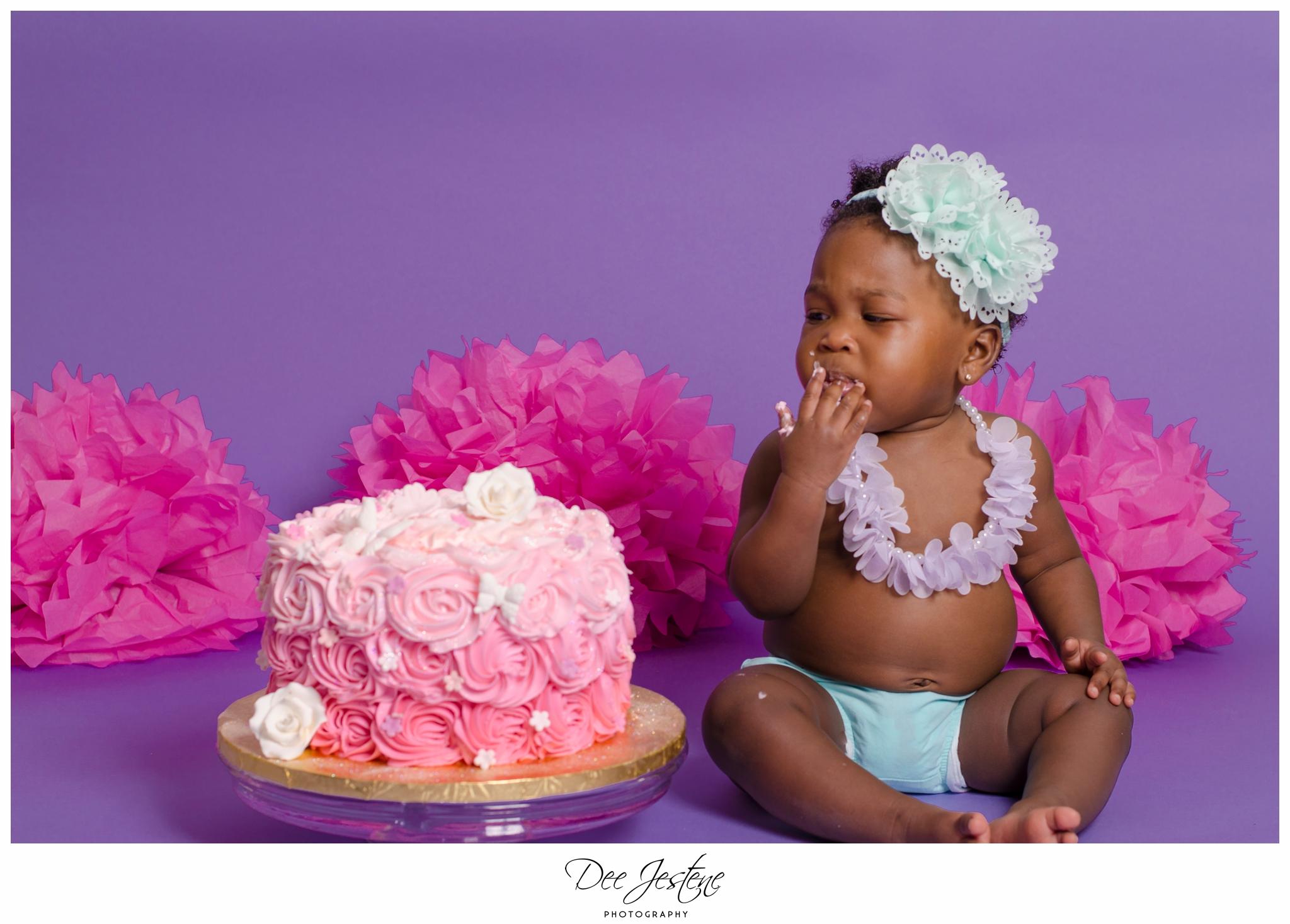 1-year-old-cake-smash-family-photography