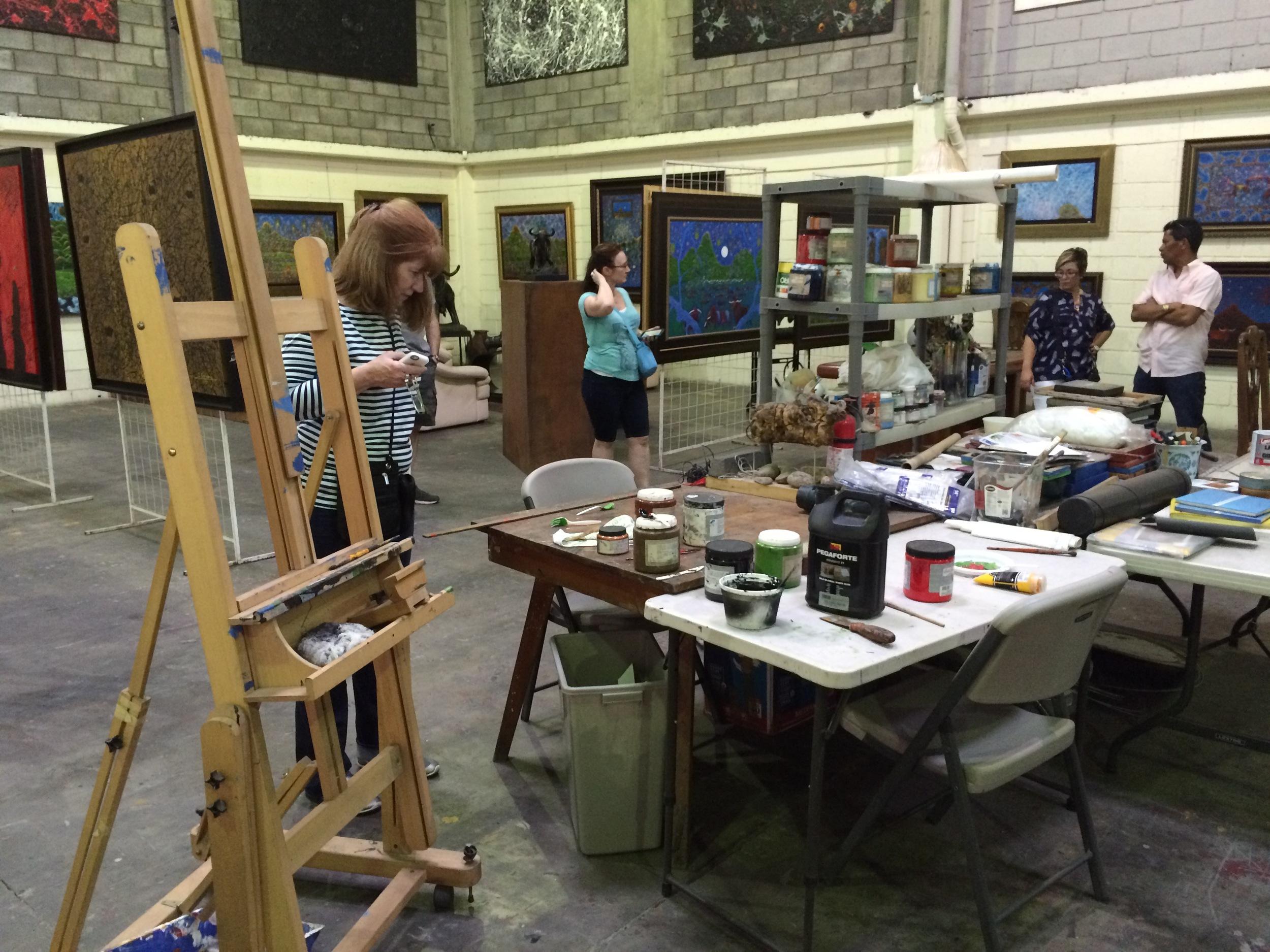 In Isidro con Wong's warehouse studio