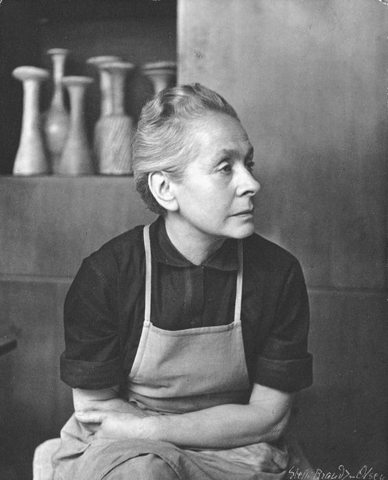 Lucie Rie in 1964, photograph by Steffi Braun-Olsen