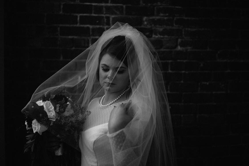 ©annajonesphotography_chelseysmithandwesleyphippsweddingdowntowndesmoineswedding420.jpg