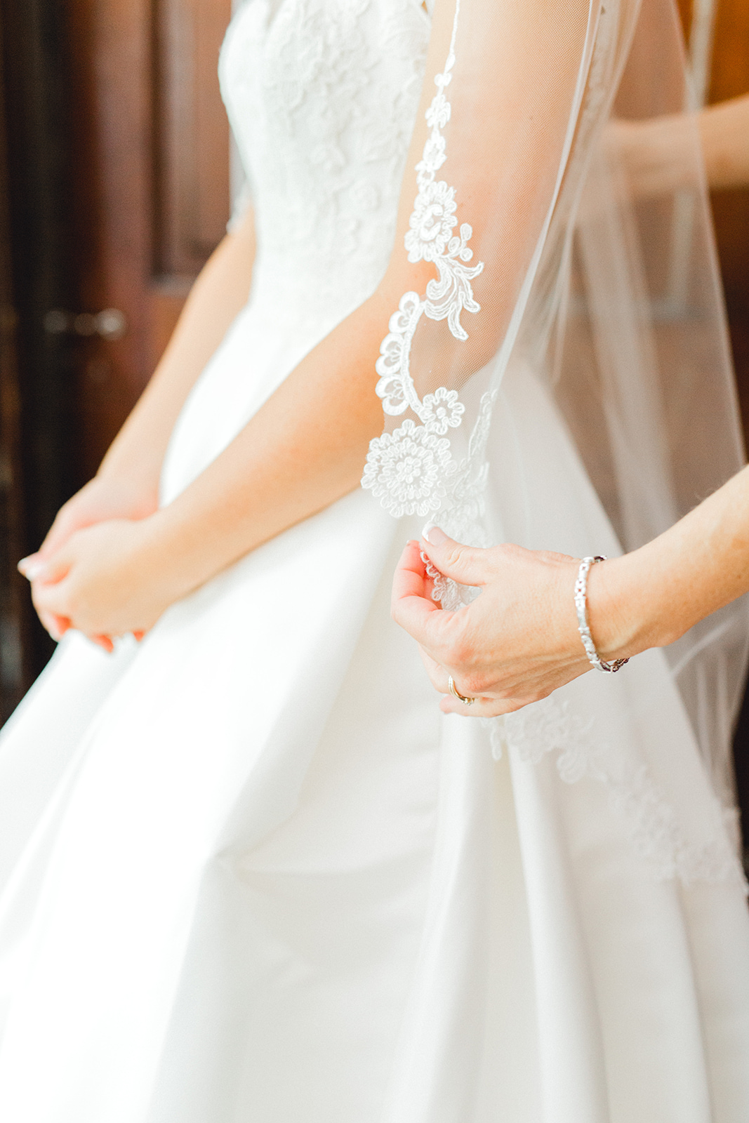 Ushers_Ferry_Cedar_Rapids_Wedding_Ella+Phil-0214.jpg