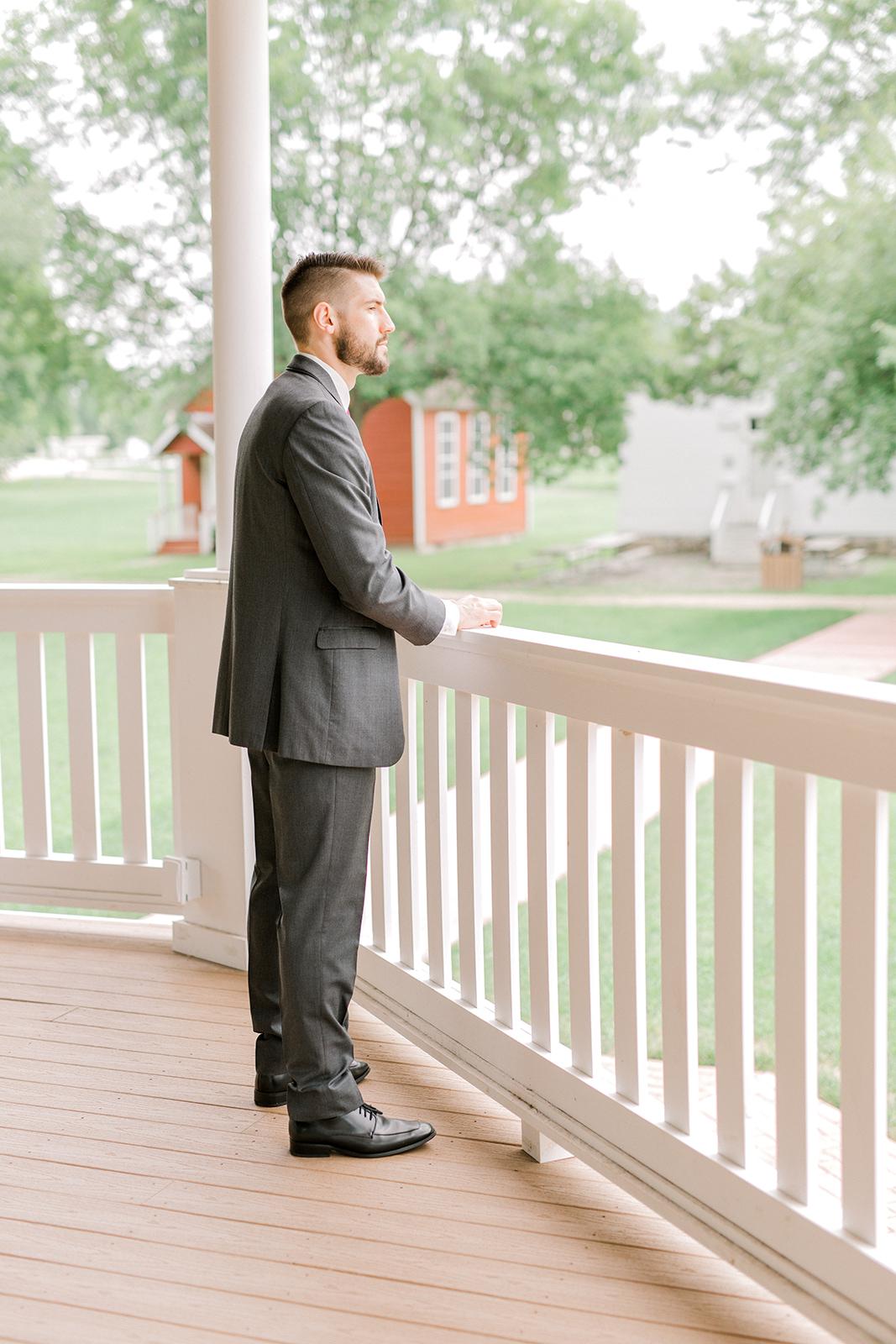 Ushers_Ferry_Cedar_Rapids_Wedding_Ella+Phil-0318.jpg