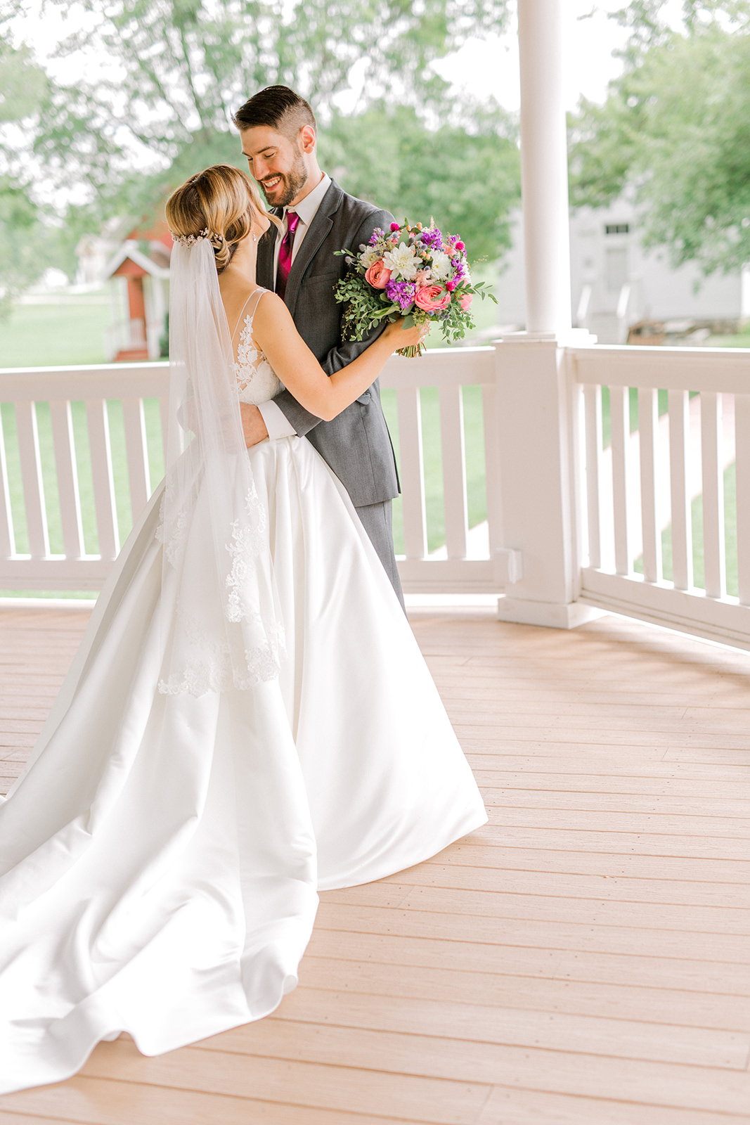 Ushers_Ferry_Cedar_Rapids_Wedding_Ella+Phil-0377.jpg