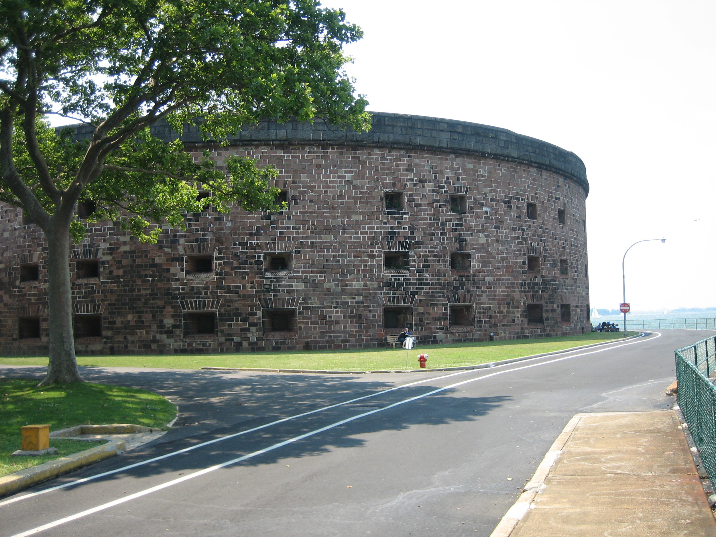 Castle_Williams_Governors_Island_NY.jpg