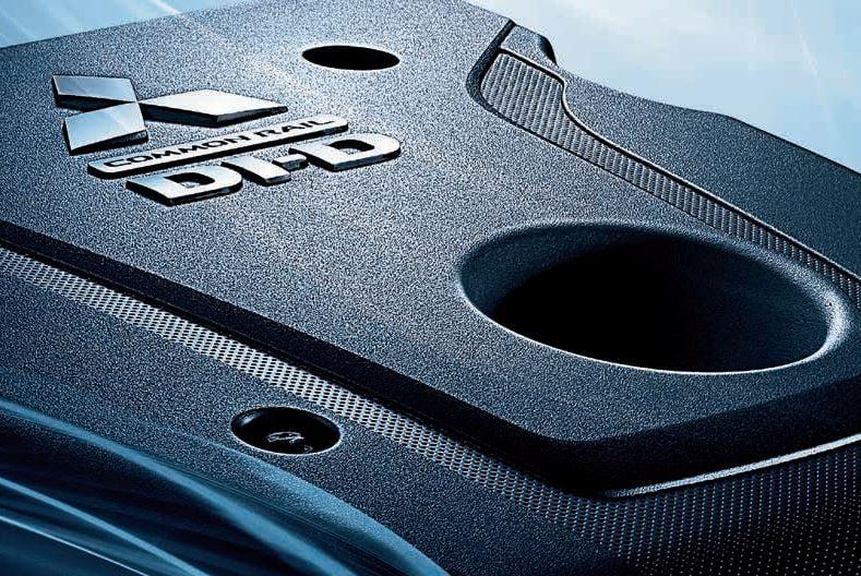 Potenza Efficiente   Consumi ed emissioni di CO2 estremamente bassi. Entrambi i motori da 2.3-litri turbo diesel disponibili in gamma producono la potenza, la coppia e l'efficienza richiesti ad ogni pick-up. L'affidabilità e la riduzione di peso del nuovo L200 è garantita anche dal blocco motore in alluminio e dalla accurata realizzazione del sistema di iniezione diretta common rail. La funzione Auto Stop & Go (AS&G) arresta automaticamente il motore durante le soste ai semafori o nel traffico, riducendo il consumo di carburante e le emissioni di gas nocivi.