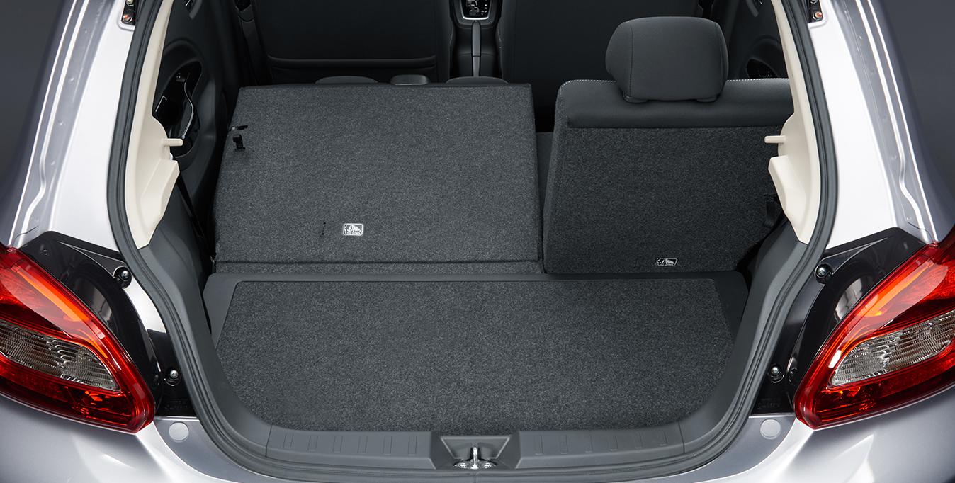"""Spazio per tutti   5 porte, 5 posti e una personalità fresca e giovane. Con i suoi motori benzina MIVEC 1.0 e 1.2 la nuova Space Star è espressione di """"qualità compatta"""", di concretezza e di grande capacità progettuale. Mitsubishi Space Star Euro 6 sfoggia un design dinamico e linee morbide garantendo piacere di guida, abitabilità e spazio per i bagagli di livello superiore, consumi ed emissioni bassissime, facilità di parcheggio e di manovra anche in spazi ridotti"""