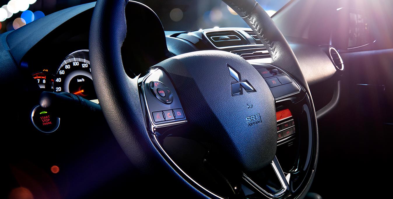 Costi di gestione ridotti    Attenta ai costi:  4 litri di benzina per 100 km, 25 km con un litro Attenta al peso: solo 845 Kg   Attenta all'aerodinamica:  un cx da record (0,27), fondamentale per minimizzare consumi, emissioni e rumorosità, grazie anche allo spoiler posteriore e alla forma del tetto con doppia bombatura      Attenta all'ambiente:  92 g/km di CO2, Automatic Stop & Go ed Eco Assist System di serie su tutte le versioni