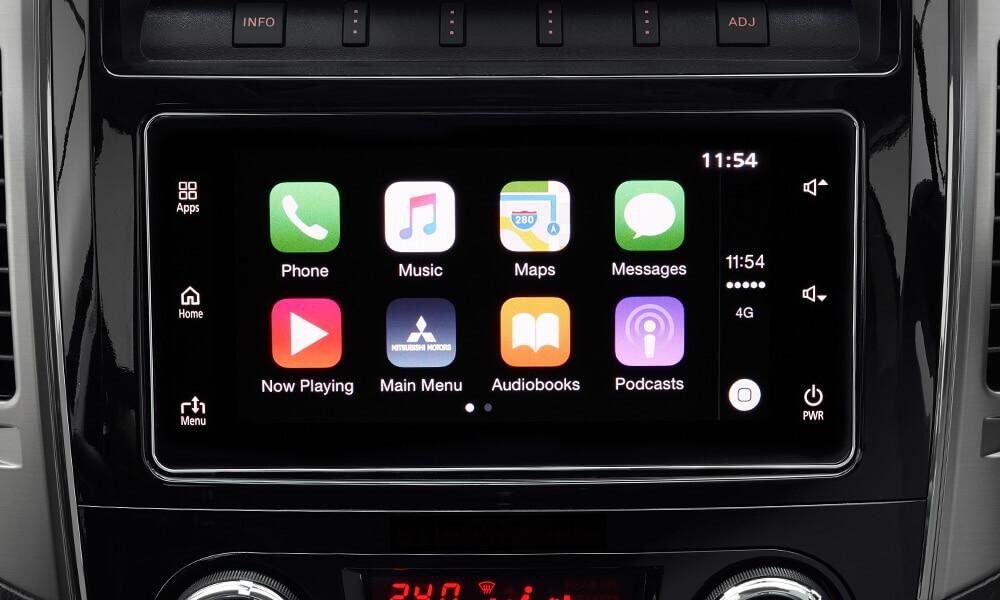 Apple IOS o Android ? Poco importa le tue APP sono bordo della tua Mitsubishi   Sia che il tuo smartphone sia un Apple con IOS che un Android, il nuovo sistema MGN porta a bordo le tue APP preferite proprio come le usi sul tuo telefono. Inserisci le tue mete preferite o richiedi il tuoi brani preferiti semplicemente utilizzando l'assistente vocale. Fatti dare indicazioni o informazioni sul meteo o sul traffico, telefona, invia e ricevi messaggi, ascolta la tua musica: sempre restando concentrato sulla strada. Connetti il suo Smartphone e vai  Se vuoi sapere di più sul sistema MGN per Apple clicca qui http://www.apple.com/it/ios/carplay  Se utilizzi un sistema operativo Android clicca qui https://www.android.com/intl/it_it/auto/