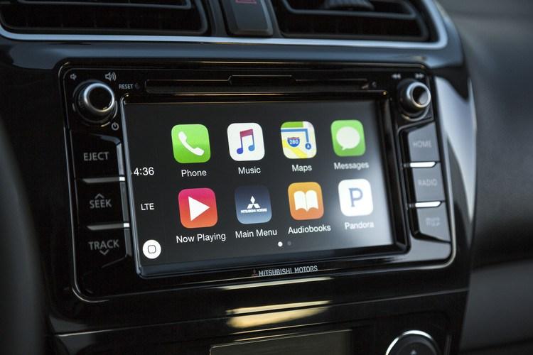 """Apple IOS o Android ? Poco importa le tue APP sono a bordo della tua Mitsubishi   Sia che il tuo smartphone sia un Apple con IOS che un Android, il nuovo sistema MGN porta a bordo le tue APP preferite proprio come le usi sul tuo telefono. Inserisci le tue mete preferite o richiedi il tuoi brani preferiti semplicemente utilizzando l'assistente vocale. Fatti dare indicazioni o informazioni sul meteo o sul traffico, telefona, invia e ricevi messaggi, ascolta la tua musica: sempre restando concentrato sulla strada. Quasi tutte le funzioni sono a controllo vocale o tattile: lo sguardo resta concentrato sulla strada e le mani sul volante.   USARE LE APP CON CONTROLLO VOCALE/TOUCH  Collega il telefono all'auto e controlla le app in modo comodo e sicuro mentre guidi.   È COMPATIBILE CON IL MIO TELEFONO?  Devi avere un iPhone 5 o successivo, o un telefono Android con sistema operativo 5.0 o successivo. Elenco dettagliato telefoni: http://www.iopinfo-sda.mitsubishi-motors.com/cs/bt/index.php   TROVARE UNA DESTINAZIONE O LA MUSICA PREFERITA – TENENDO LE MANI SUL VOLANTE  Premi il pulsante sul volante e di' all'auto ciò che desideri fare: ad esempio telefonare a un amico, ascoltare una canzone, dettare un sms o impostare una destinazione sul navigatore con controllo vocale.   COS'ALTRO POSSO FARE CON SDA? TROVA IL PIÙ VICINO...  Puoi trovare in tutta sicurezza i luoghi dove desideri andare. L'app di navigazione del tuo smartphone suggerisce le destinazioni e i percorsi più brevi per raggiungerle, in base alle condizioni del traffico.   CHE TEMPO FA?  Premi il pulsante sul volante e fai la tua domanda: l'assistente vocale di Google/Siri cerca la risposta usando la connessione Internet del tuo smartphone e poi legge ciò che ha trovato. Con Google e Siri puoi anche """"conversare"""".   LEGGERE E INVIARE SMS  Leggere e scrivere sms durante la guida è pericoloso. Ora l'auto è in grado di inviare i tuoi sms e di leggere i messaggi in arrivo, non appena li ricevi, così non devi mai staccar"""