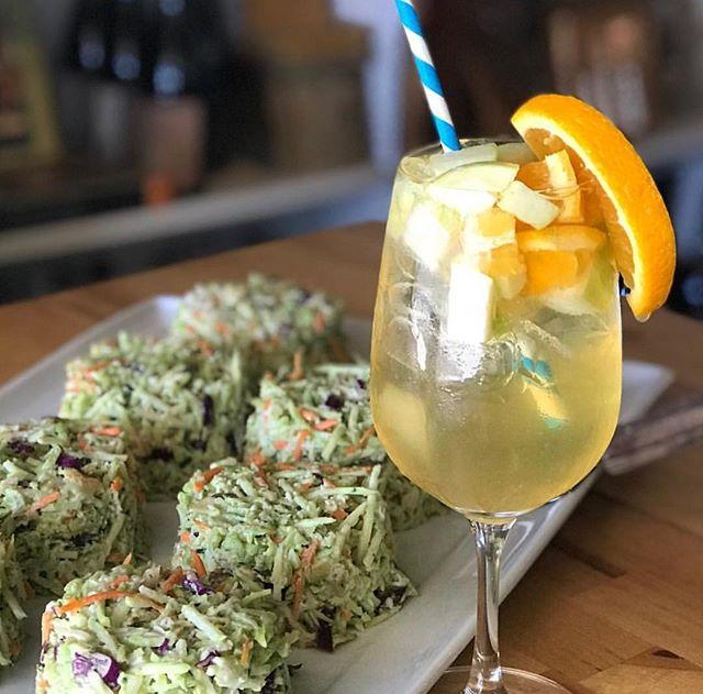 White Sangria + delicious broccoli bites are what Thursday's were made for. 🤩🙌🏼 @bluetablebar . . . #sangria #thirstythursday #locallove #whitesangria #agoura #malibu