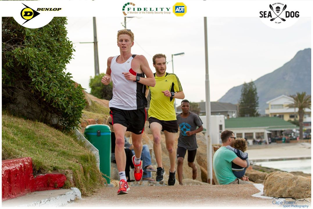 Riaan Shaw and Dylan Pivo dice it out over the scenic 5km course. (Photo: Cape Town Sport Photography)