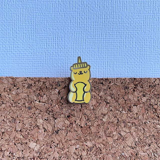 ✨ Golden honey 🍯 ✨ This is one of the many pins I've got in my charity seconds sale, which ends tonight! Hurry and get it before my shop CLOSES until August 8th 😲 See the post before this for the full schedule 🗓️ #pinstagram #pinsofig #pingame #pingamestrong #honeybear #illustration #artistsoninstagram #etsysellers #etsydallas #dfwmakers #shopsmall #flair #pincollection #pincollector