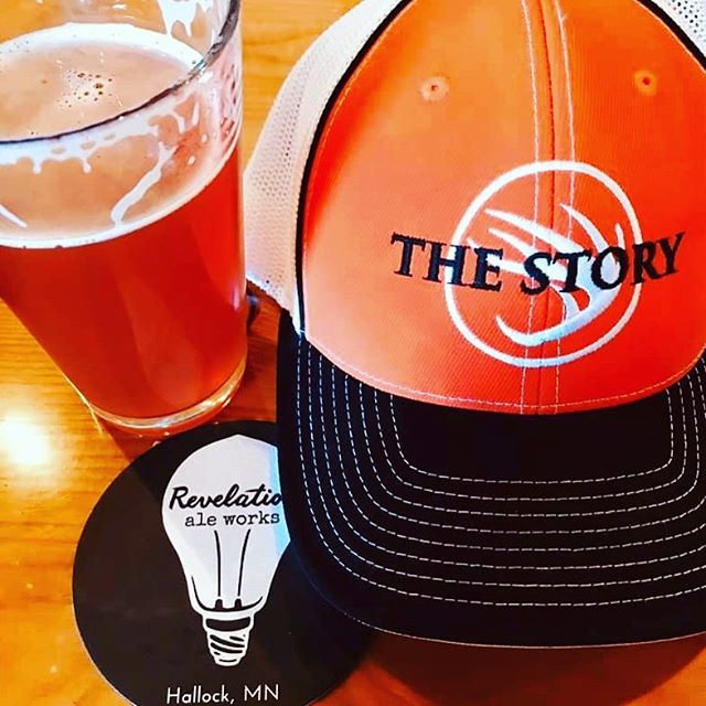 "Backyard Film Fest, Top Hawg, and market with @thestoryfilms this Saturday! 5:00 Saturday Market Dusk 2 films projected outside: ""Now I Know Why"" and ""Thanks Dad""  We'll be open 4:00 - Midnight! . #getoutside #hallockmn #craftbeer #drinklocal #revelationaleworks #itsarevelation #handmadeinhallock #hunting #outdoorsman #filmfestival"