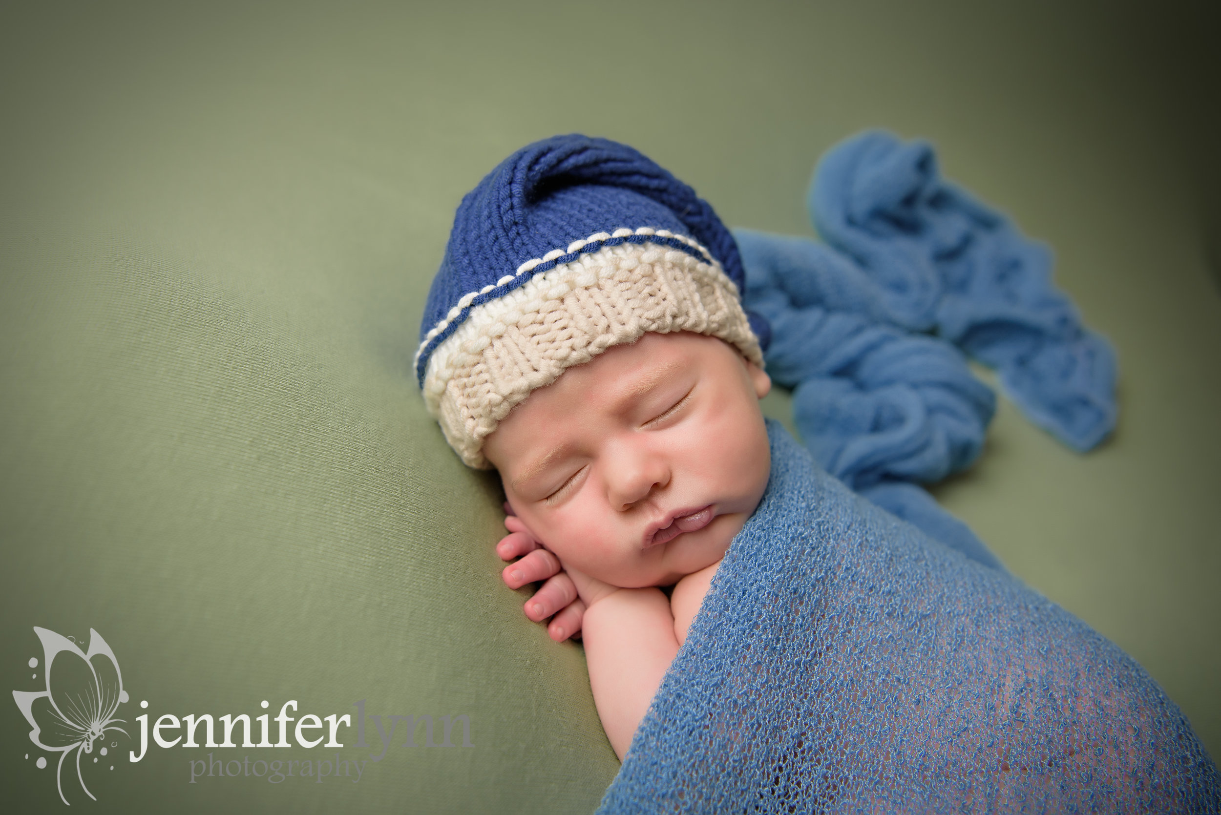 Newborn Boy Sleep Cap Green Blanket