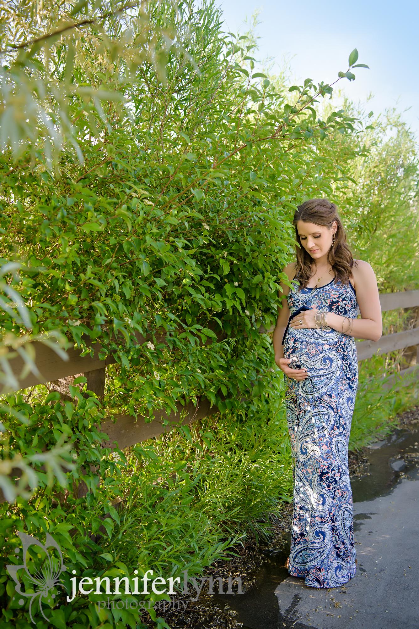 Maternity Outdoor Greenery Summer