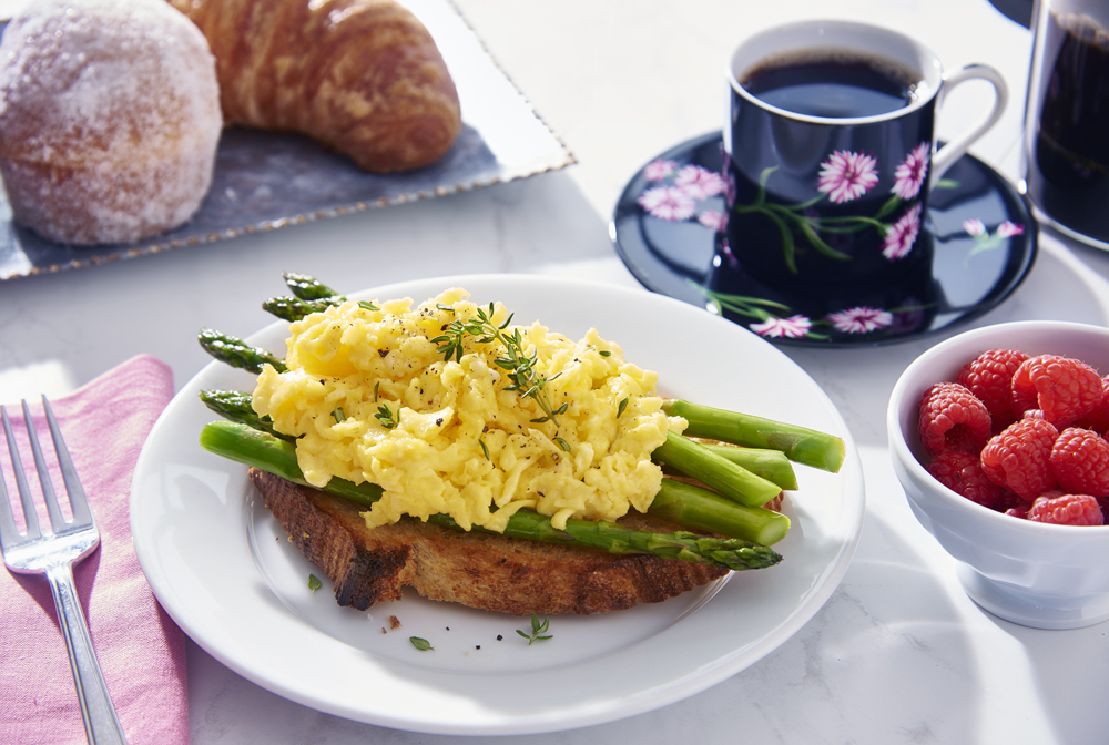 Scrambled+Eggs+Aspapragus+Toast.jpg