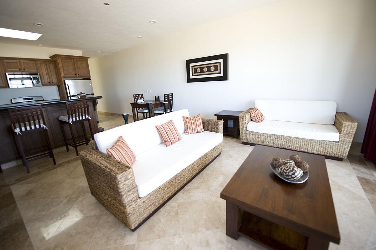 Guestrooms_Suite_Living_Room.jpg
