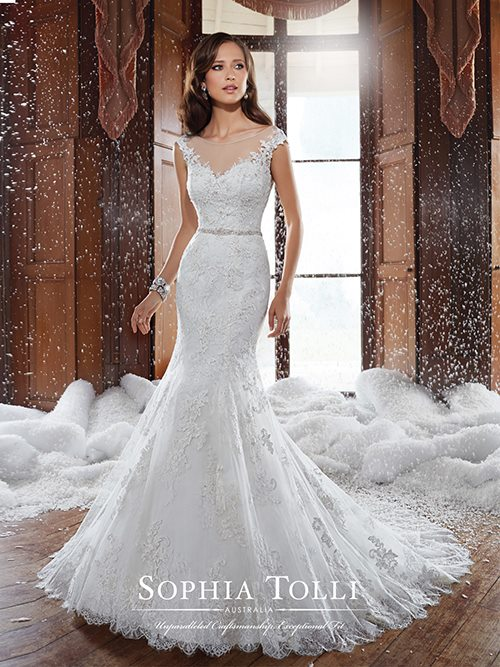 Sophia Tolli  Y21512 Color: IVORY Size: 6    Retail Price: $1,798 Our Price: $1,259   Las Vegas Location