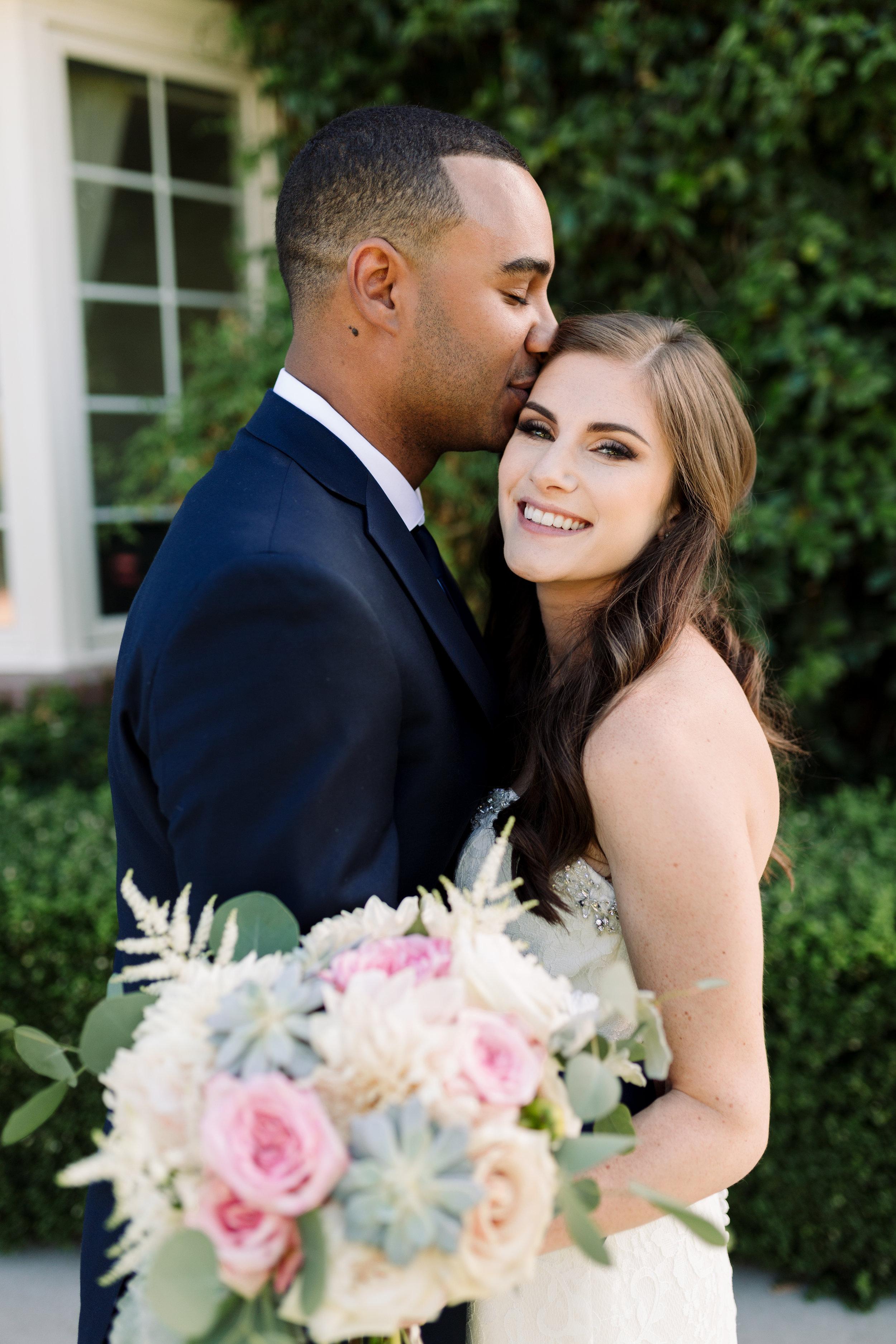 Nathan and Erin-Wedding Sneak Peeks-0008.jpg