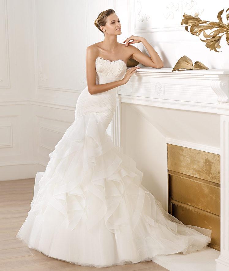 Pronovias Ledurne Off White Size 22 Retail Price $2220  Our Price $1554
