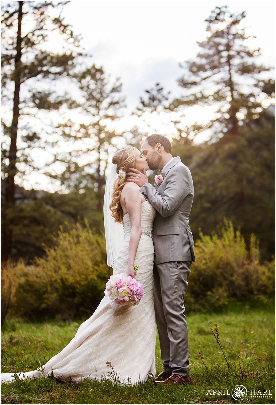 Romantic-Wedding-Day-Kiss-Portrait-in-the-Colorado-mountain-forest-in-Estes-park-at-Della-Terra.jpg