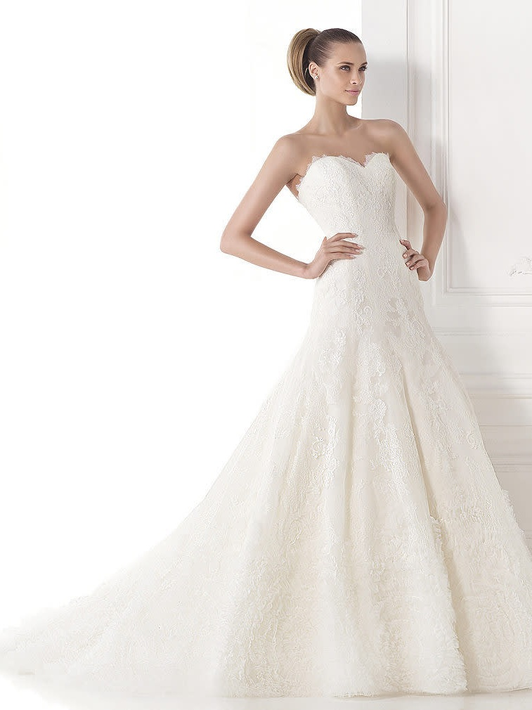 Pronovias Maive Off White // Retail Price $2200 | Our Price $795