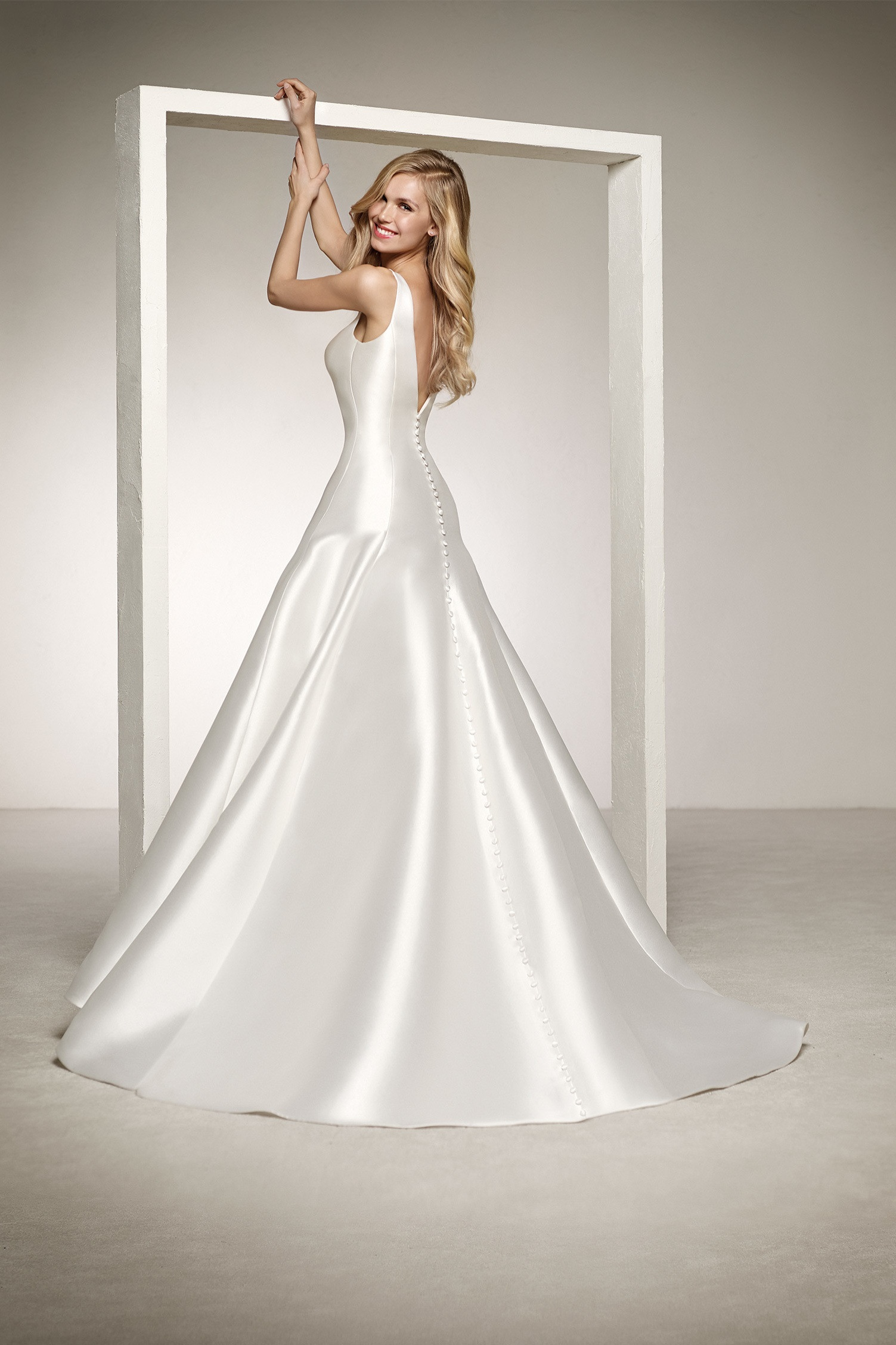 c39f1038d5df1 Pronovias Delfina Off White // contact us for price