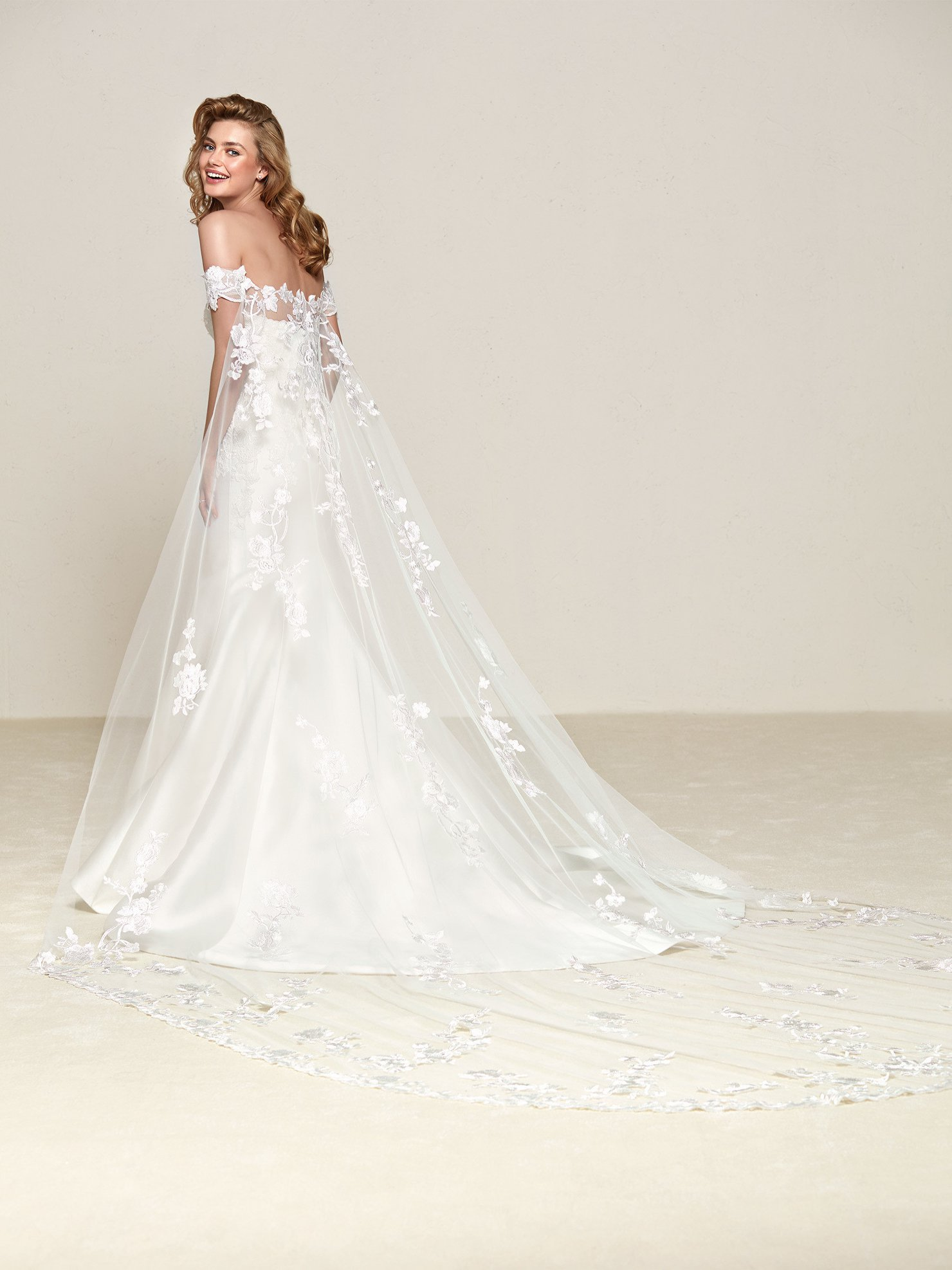 Pronovias Drileas Off White // contact us for price