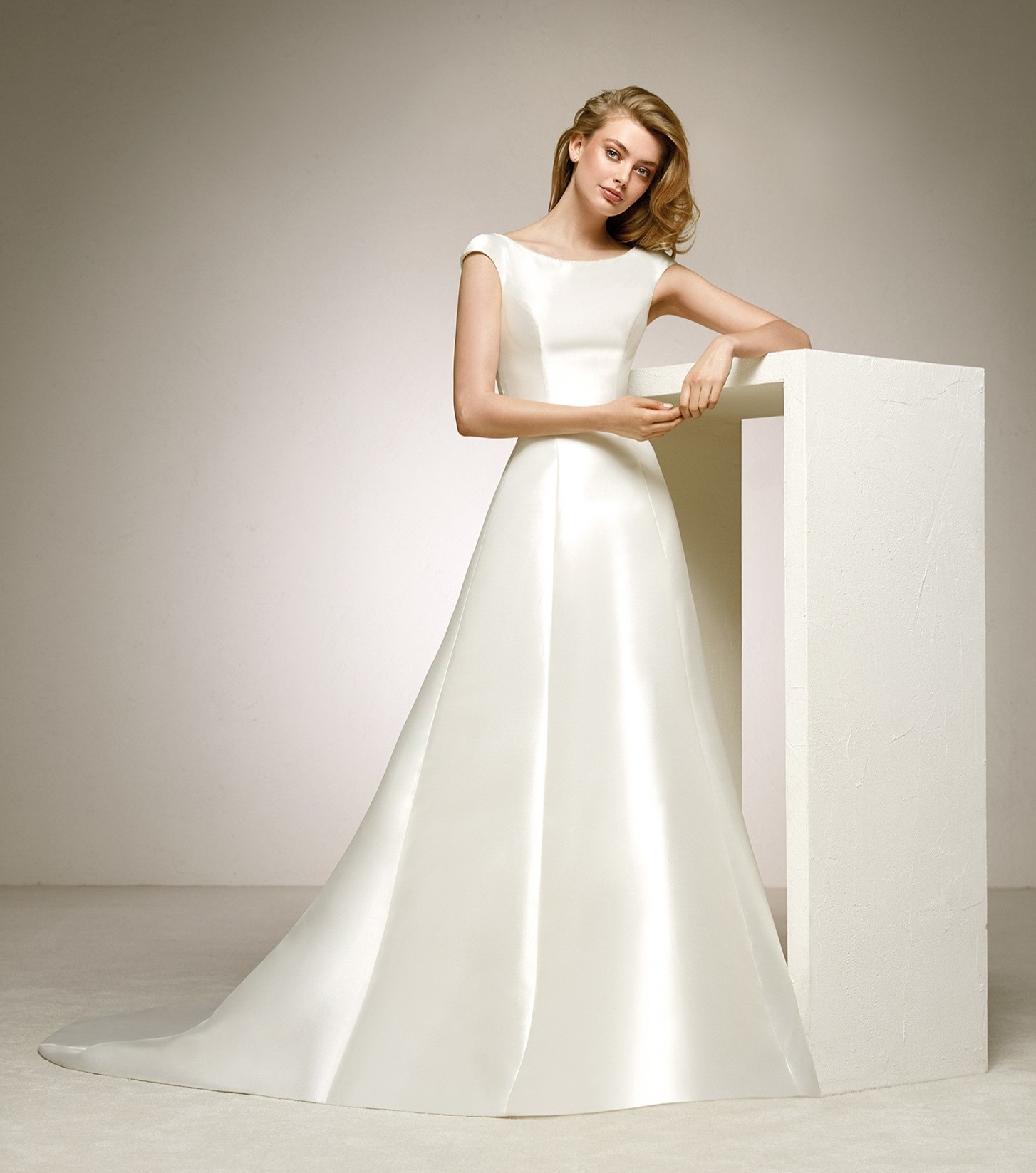 Pronovias Delirio Off White // contact us for price