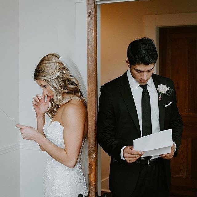 PRO TIP: Reading each other love letters before your ceremony can create an intimate moment that neither of you will forget! 💓 Whether you are doing a first look or seeing each other down the aisle, these little moments can help make your day that much more special! ⠀⠀ ⠀⠀ photo: @bellasposawedding⠀⠀