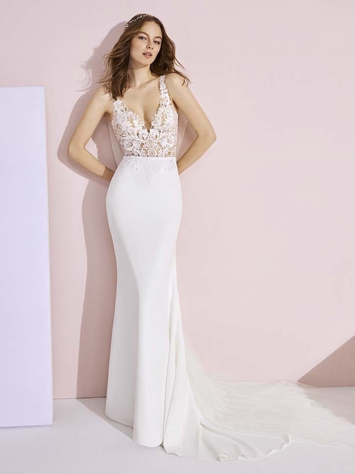 White One Angelina Ivory // Retail Price $1710 | Our Price $1197