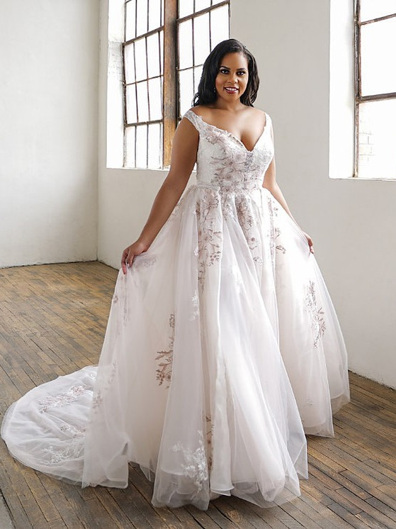 Roz La Kelin Willena Set Pink/Ivory   Retail Price $2399 | Our Price $1692