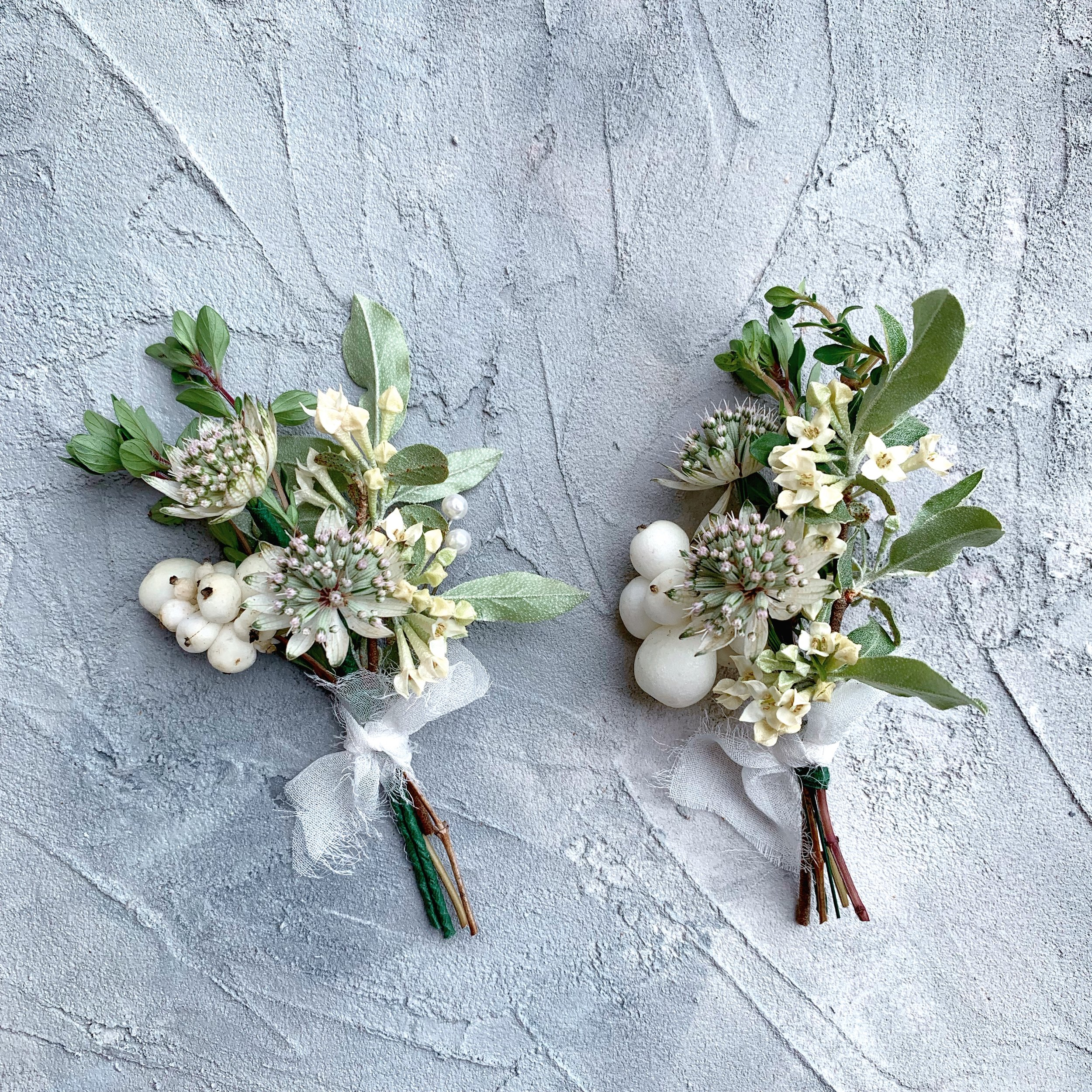 white simple boutonniere
