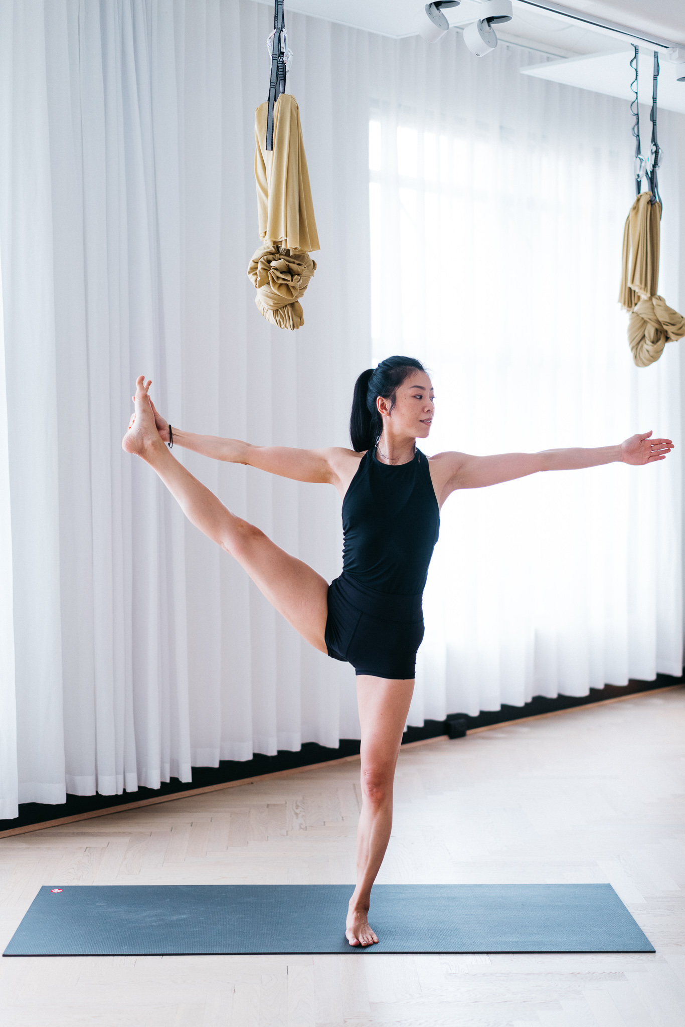 Figure 2(a) : Full expression of extended hand-to-big-toe pose