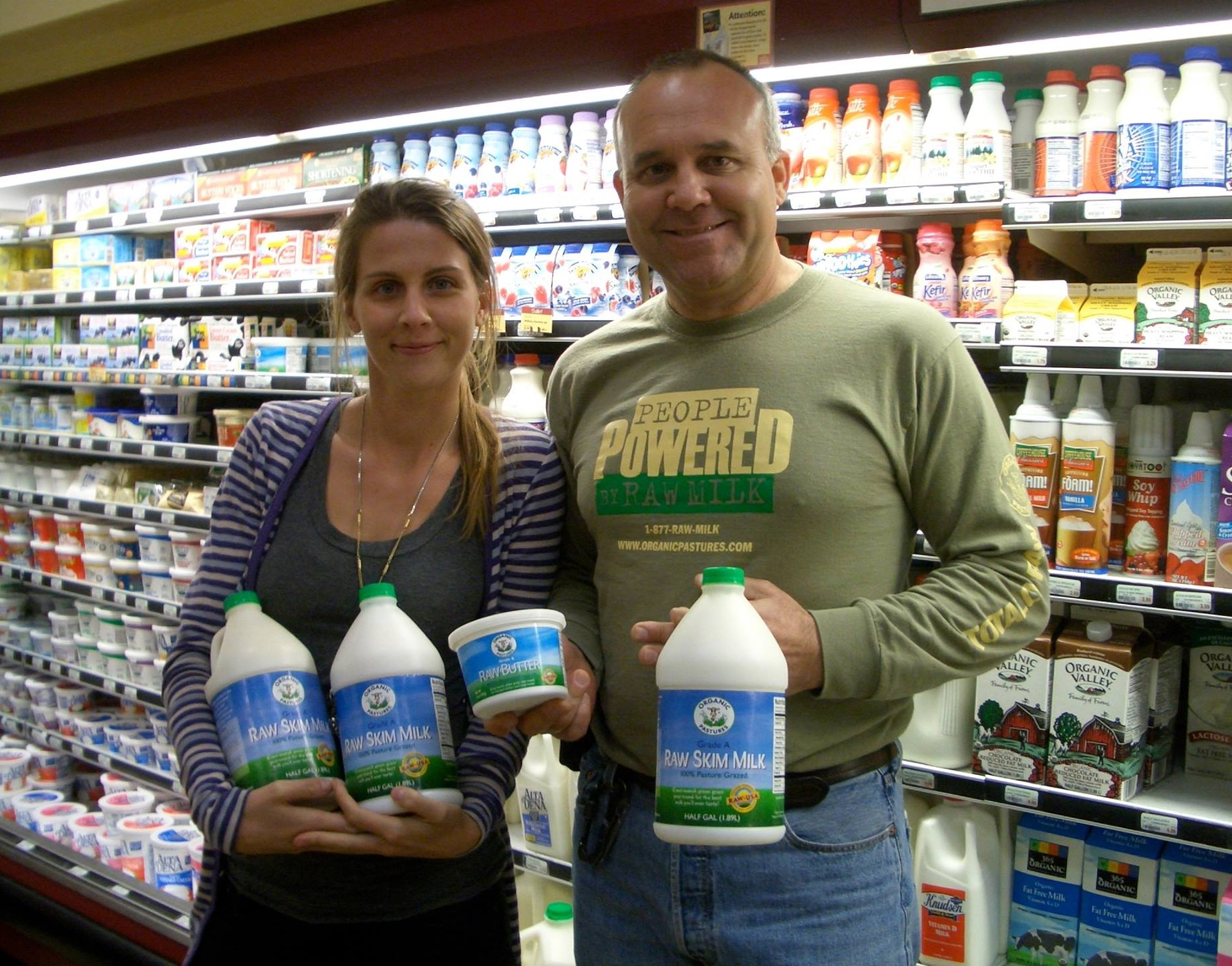Image:   Arabella Forge with Mark McAfee in California with Organic Pastures raw milk sold in retail stores. Click on image to enlarge.