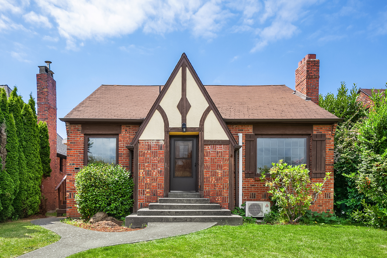 *8325 23rd Ave NW, Seattle | $750,000