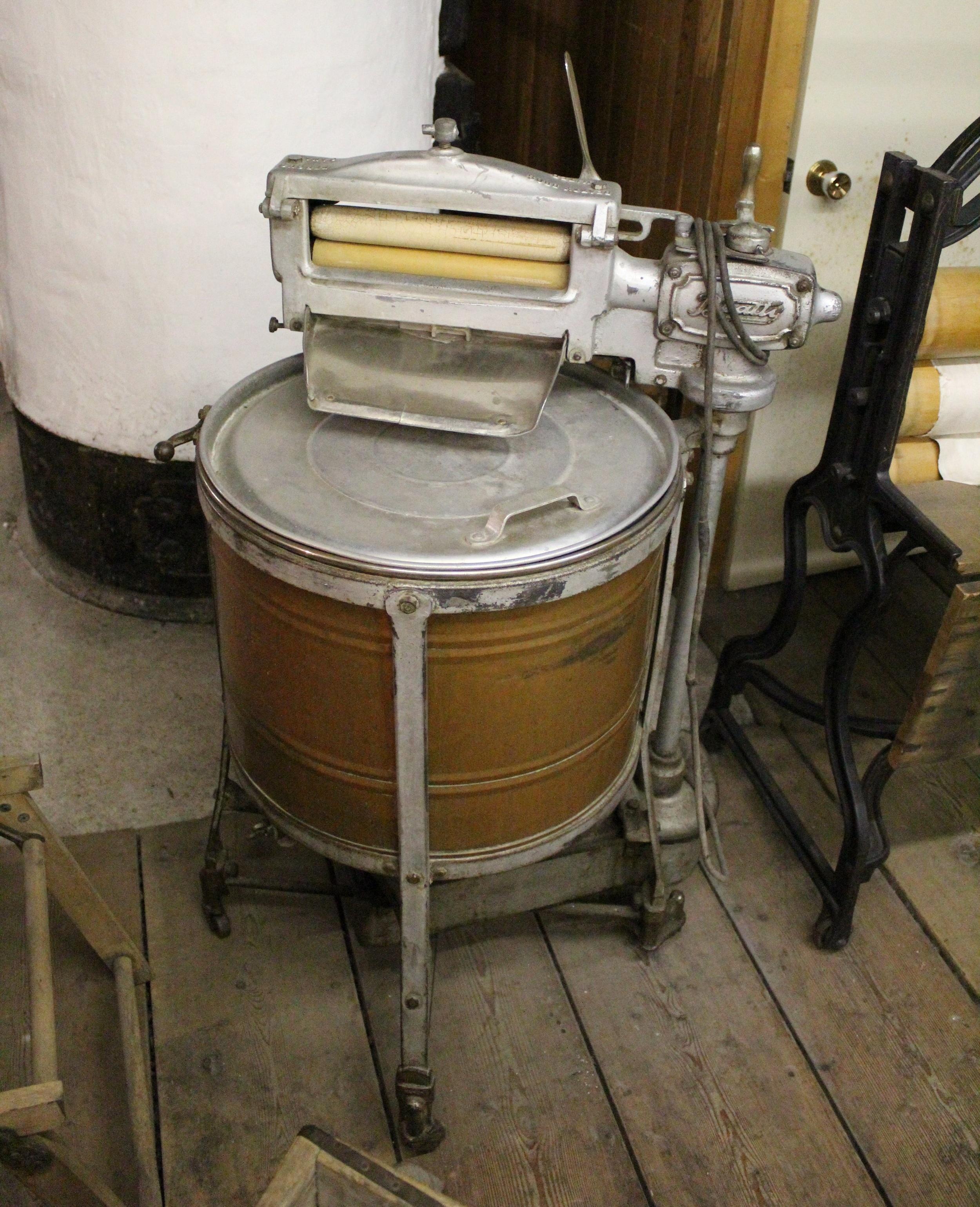 Electric Beattie washing machine, Dalnavert Museum