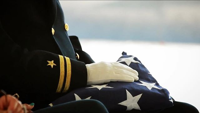 He and his brother were burying his mom and dad. His dad, also a veteran, serving until he was 51 years old. ⠀ ⠀ He was Master Chief. The highest honor of enlisted Navy.⠀ ⠀ People tend to ask me if it's difficult to also video funerals. Days like yesterday aren't difficult, but sweet. Patriotic. Fulfilled. A final farewell to a man much loved and very honored. ⠀ ⠀ The video for the short service is in the link on my profile. 🇺🇸 ⠀ ⠀ I'm grateful that even in a time where our country is constantly failing our veterans, in some small way we can say THANK YOU.