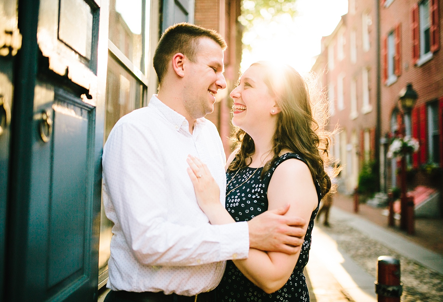 lizandbrandon_oldcity_philadelphia_elfrethsalley_engagement_session_image002.jpg